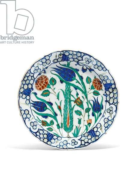 An Iznik pottery dish, c. 1570