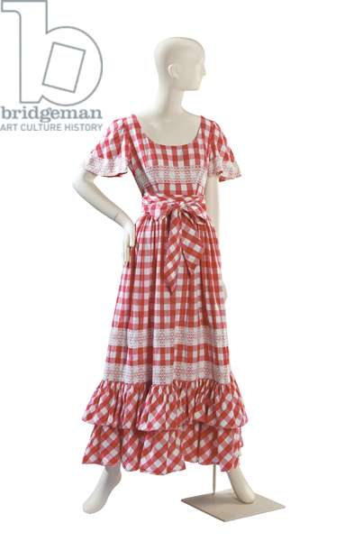 Red and white gingham pattern and cut-out lace applique day dress with matching tie-belt, Valentino, probably 1970s (photo)