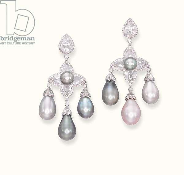 Pair of ear pendants (natural pearls, diamonds & gold)