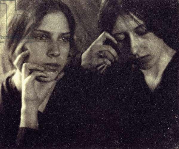 The Seeley Sisters, c.1910 (platinum print)