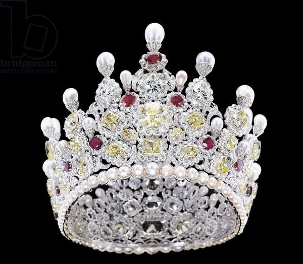 An extraordinary coloured diamond, diamond, natural pearl and ruby crown, mounted in platinum (diamond, ruby, pearl)