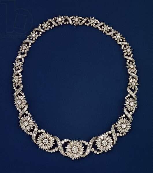 Diamond necklace of festoon design