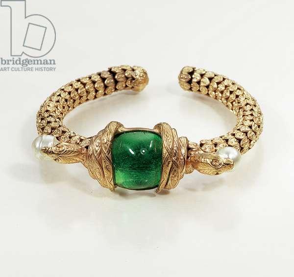 Bangle bracelet, c.1960 (gilt metal, green molten glass & simulated pearl)
