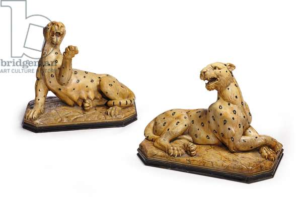 Pair of leopard figurines (marble)