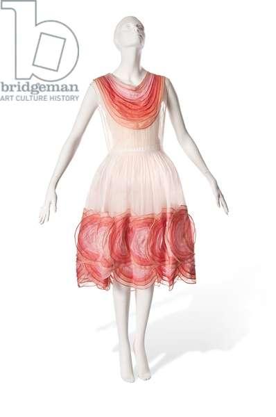 Bergere Legere, a Jeanne Lanvin day dress of white organza, 1926 (photo)