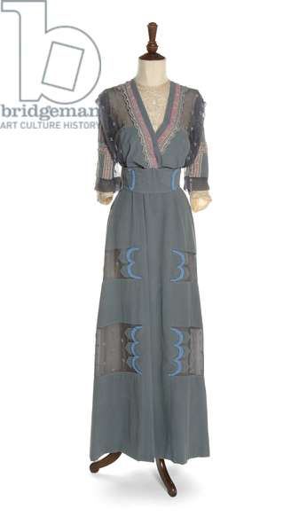Day dress of slate blue silk crepe, Jeanne Lanvin, c.1909 (photo)