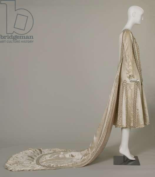 Lesbos wedding dress, 1925 (right side view), Silk satin, pearls, glass beads, metallic thread, Jeanne Lanvin, Paris