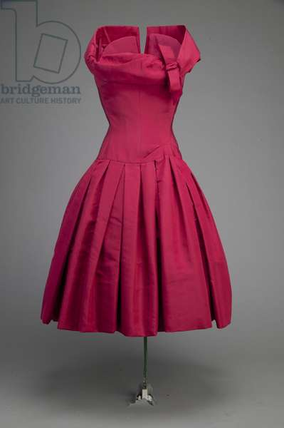 Cocktail dress, 1954 (front oblique view).  Silk taffeta.  Christian Dior, France.