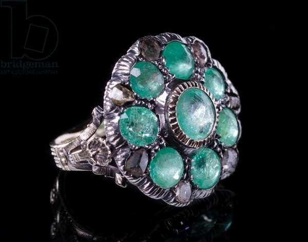 Women's green beryl and diamond ring