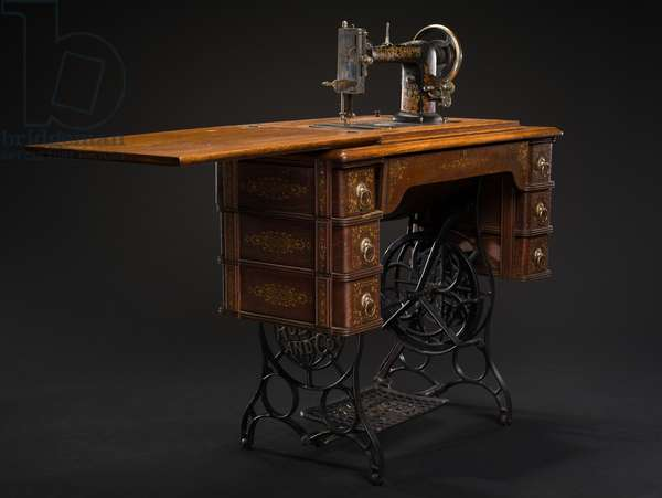 Sewing machine and cabinet manfactured by Sears, Roebuck and Company