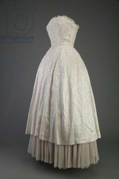 Evening dress, 1952 (side oblique view), Silk satin, iridescent sequins, Christian Dior, Paris