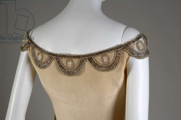 Robe de Style, 1927 (back oblique, partial view of neckline), Silk moiré, glass beads, pearls, metallic thread, Jeanne Lanvin, France