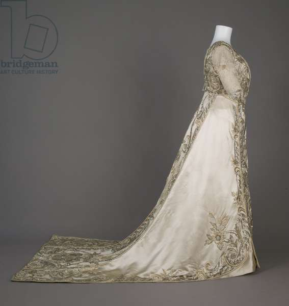 Bertha Palmer's evening dress, 1911 (side view), Silk satin, floss, crystal beads, rhinestones, metallic lace, Weeks, Paris