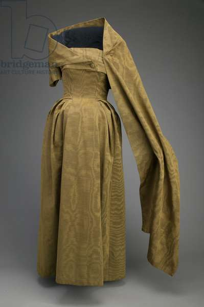 Evening dress and stole, 1953 (front view), Ribbed silk moiré, Christian Dior, Paris