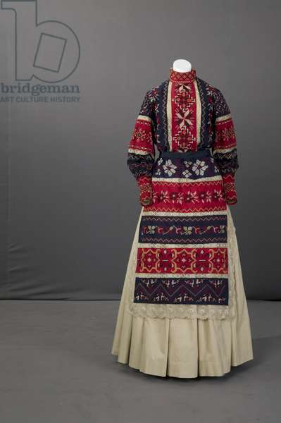 Ukranian wedding ensemble, 1895 (front view), Silk crepe, embroidery