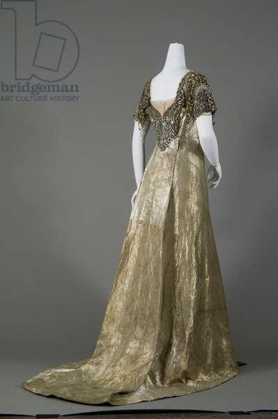 Bertha Palmer's dress, 1910 (back oblique view)