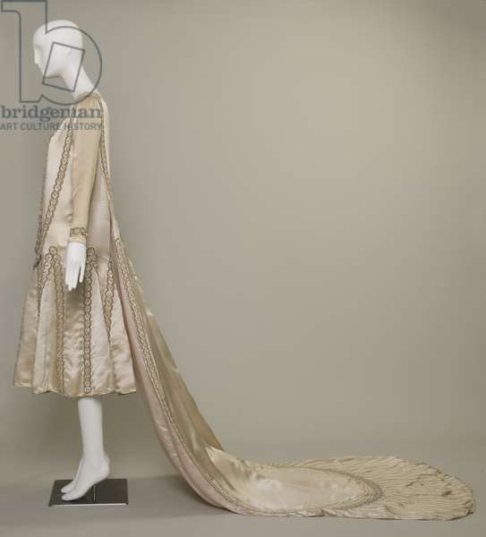 Lesbos wedding dress, 1925 (left side view), Silk satin, pearls, glass beads, metallic thread, Jeanne Lanvin, Paris
