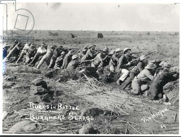 Boers in Battle, Burghers Slaags, c.1899-1902 (b/w photo)