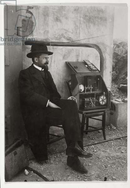 Gustave Ferrie beside his first TSF machine, c.1900 (photo)