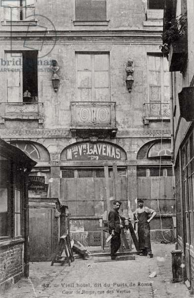 Postcard depicting an old Hotel known as Puits de Rome Hotel in Paris, c.1900 (b/w photo)