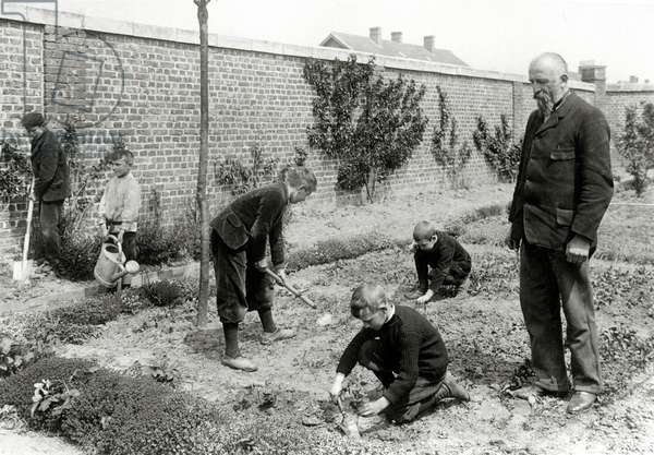 School Gardens, Pupils Planting out, from a photo album showing Gardens for Workers at Lens, 1906 (b/w photo)