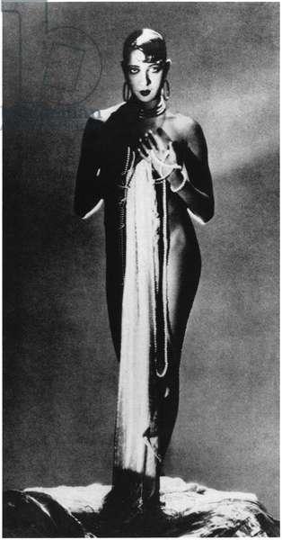 Josephine Baker (1906-75) (b/w photo)