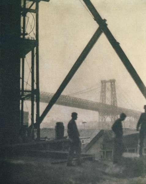 Williamsburg Bridge, New York City, 1910 (b/w photo)