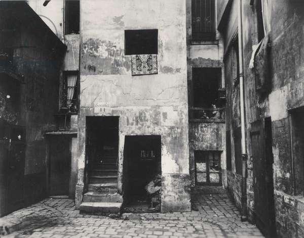 Courtyard, 41 rue Broca, Paris, 5th Arrondissement, 1912 (albumen silver print)