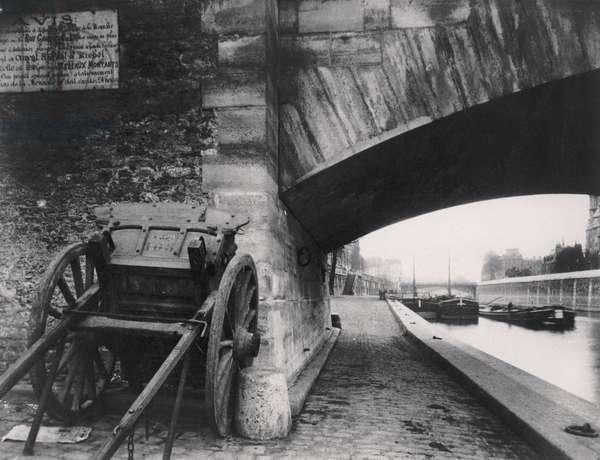 Pont de l'Archevêché, on the corner of Quai de la Tournelle, Paris, 1911 (b/w photo)