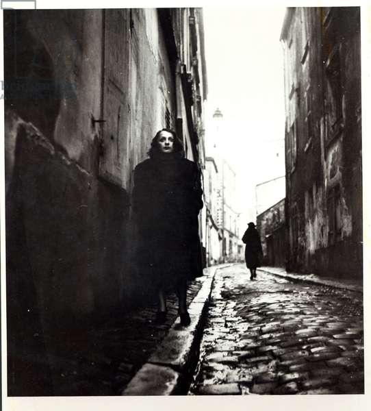 Portrait of Edith Piaf (1915-63) in Paris (b/w photo)