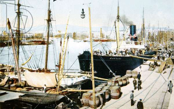 The Old Port, Barcelona, c.1918 (coloured photo)