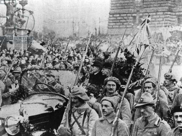 Entry of Masaryk to Prague on 8 December, 1918 (b/w photo)