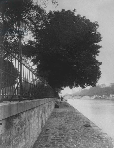 View of Pont des Arts from the 'Terre-Plein' of Pont Neuf, 1911 (b/w photo)