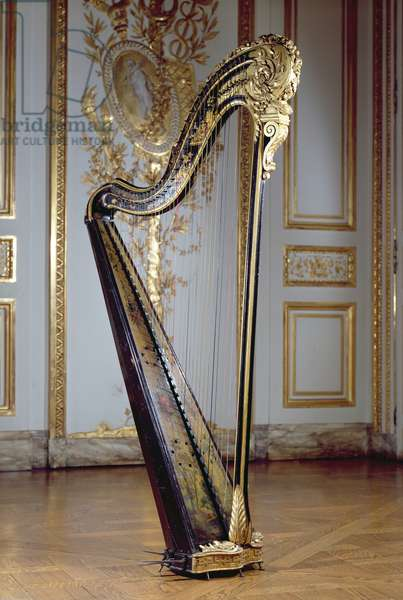 Harp belonging to Queen Marie Antoinette (painted & gilded wood)