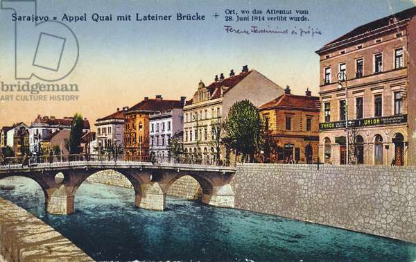 Postcard depicting Sarajevo, the Appel Quay and the Lateiner Bridge, site of the assassination of Archduke Franz-Ferdinand and his wife Sophie on 28 June 1914, c. 1920 (colour litho)