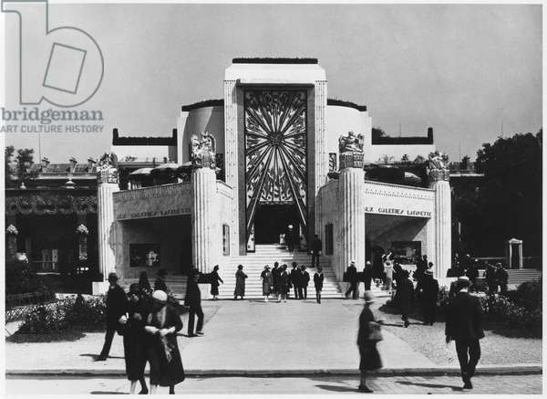 Pavilion 'Aux Galeries Lafayette' at the Art Deco Exhibition, Paris, 1925 (b/w photo)