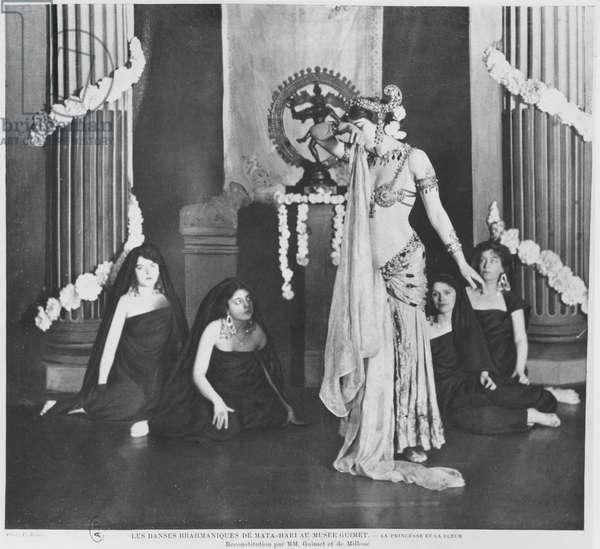 Mata Hari performing in Musee Guimet, Paris, 13th March 1905 (b/w photo)