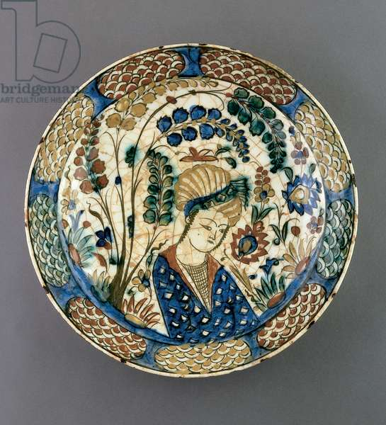 Plate, Safavid period, early 17th century (earthenware with underglaze and polychrome painting)