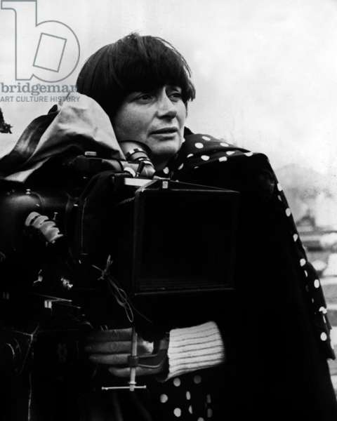 Director Agnes Varda on set of film ONE SINGS, THE OTHER DOESN'T 1977