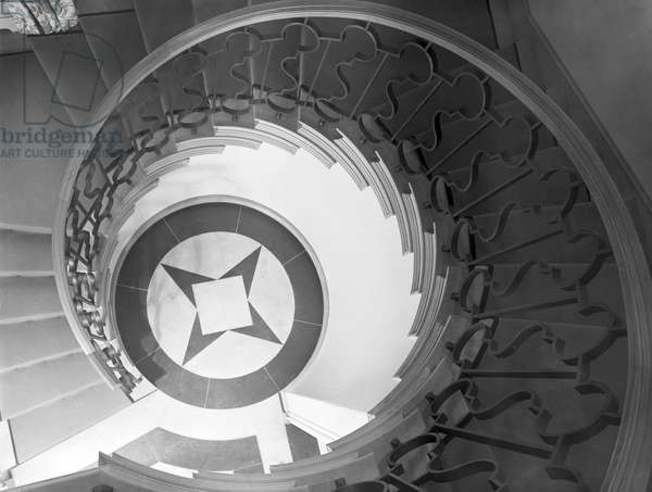 The staircase well at 42 Cheyne Walk, from 'Edwin Lutyens: Country Houses' (b/w photo)
