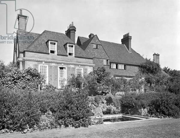 The south-facing garden front of Sullingstead (now known as High Hascombe), from 'Edwin Lutyens: Country Houses' (b/w photo)