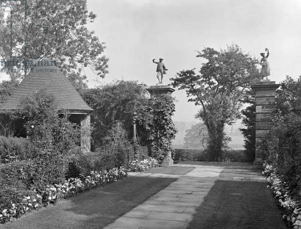 The garden house and gate piers at Papillon Hall, from 'Edwin Lutyens: Country Houses' (b/w photo)