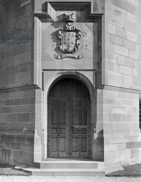 The main entrance to the guesthouse at Abbey House, from 'Edwin Lutyens: Country Houses' (b/w photo)