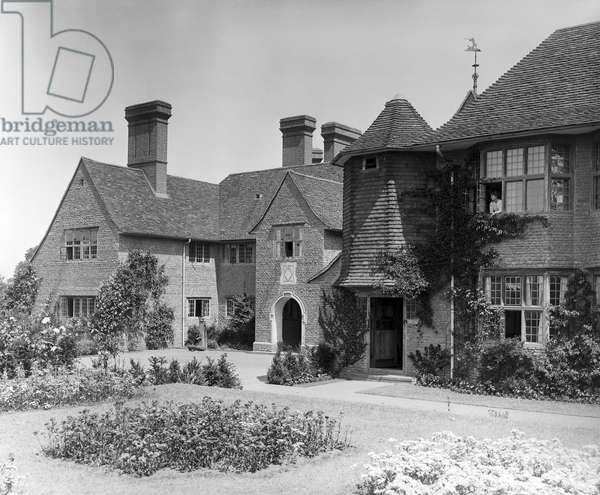 The south-west corner at Fulbrook House, from 'Edwin Lutyens: Country Houses' (b/w photo)