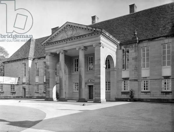 The portico and north front at Gledstone Hall, from 'Edwin Lutyens: Country Houses' (b/w photo)