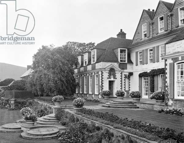 The garden front of The Hoo, from 'Edwin Lutyens: Country Houses' (b/w photo)