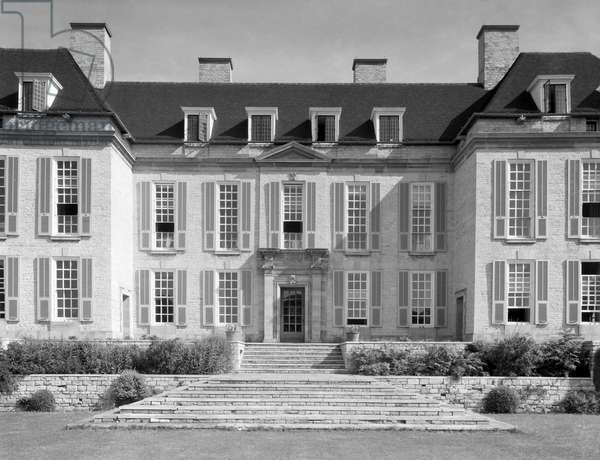 The south front of Middleton Park, from 'Edwin Lutyens: Country Houses' (b/w photo)