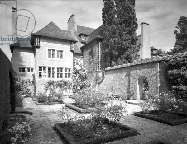 The south front of the music room at Le Bois des Moutiers, from 'Edwin Lutyens: Country Houses' (b/w photo)