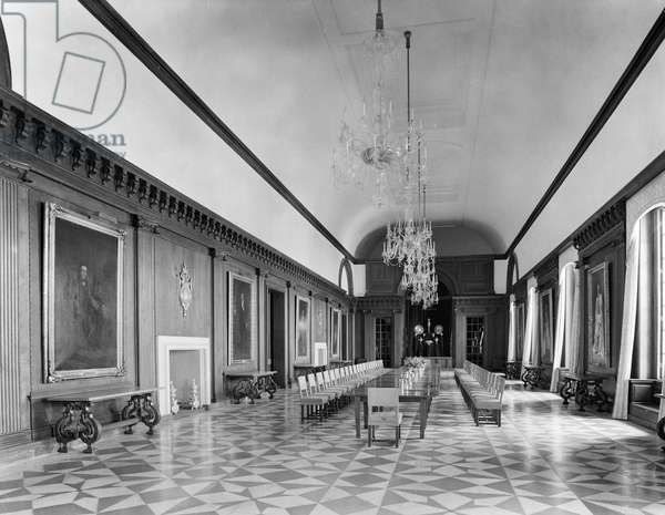 The state dining room at the Viceroy's House, from 'Edwin Lutyens: Country Houses' (b/w photo)
