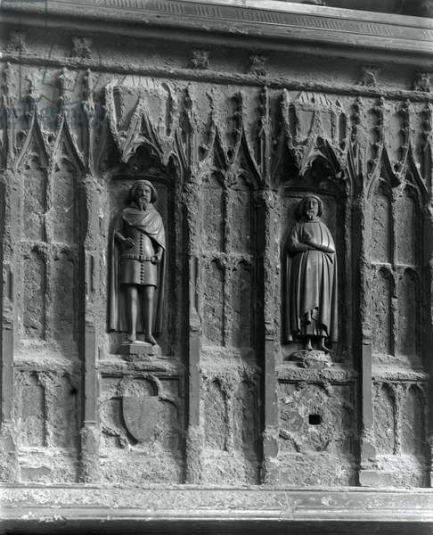 Figures on a tomb at Westminster Abbey, London (b/w photo) (detail of 294184)
